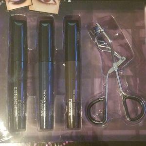 Makeup - ⚠️FINAL SALE: Eyelash curler with three mascaras⚠